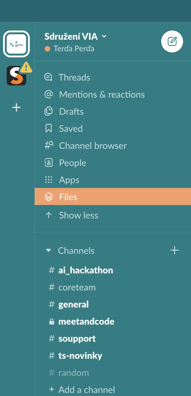 V tomhle boxu můžete vidět ze zhora funkce, které vám Slack umožní pro přehlednost využívat. Oranžově označené jsou Files, tedy zmiňované hledání souborů. Dole je zase rozdělení chatovacích místností na naše kanceláře a projekty.